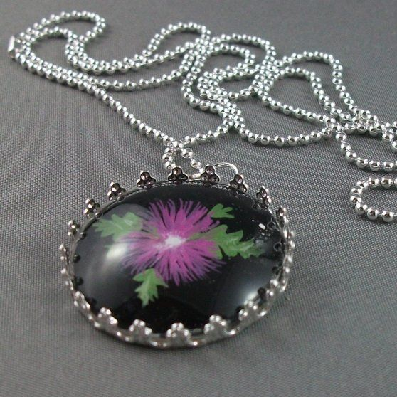 Glass pentant with purple flower